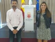 171024 José María Linares, secretario del COLVET Almería, con la concejala Carolina Lafita