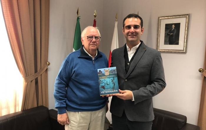 190111 Entrega libro historia alcalde